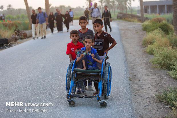 پیاده روی زائران اربعین در طریق العلما