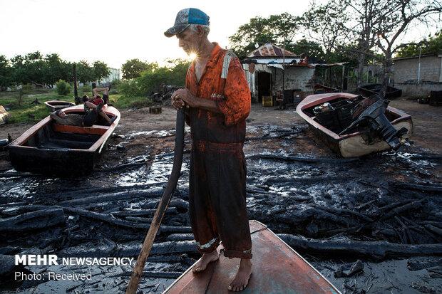 ماهیگیری در میدان نفتی ونزوئلا