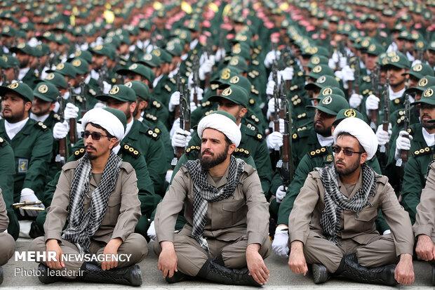 حضور رهبر انقلاب در دانشگاه افسری و تربیت پاسداری امام حسین(ع)