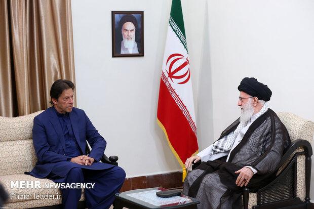 صور من استقبال قائد الثورة الاسلامية لعمران خان