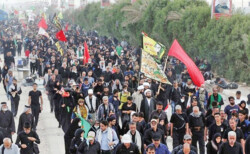 Lovers of Imam Hussein on way to Karbala
