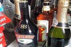 کشف ۱۲۴ بطری مشروبات الکلی در فرودگام امام (ره)