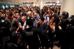مردم و پلیس در کاتالونیا درگیر شدند