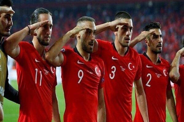 المنتخب التركي قد يعاقب بسبب التحية العسكرية