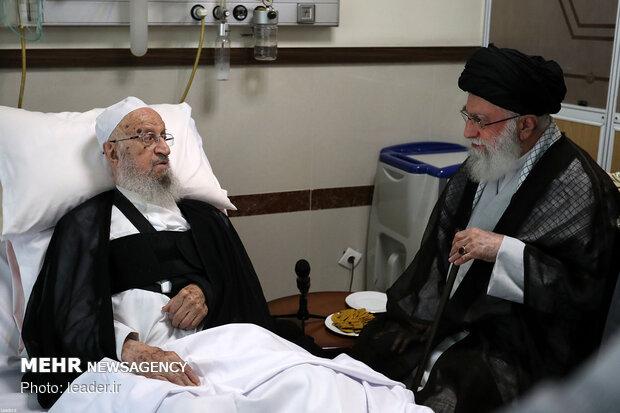 عیادت رهبر معظم انقلاب اسلامی از حضرت آیت الله مکارم شیرازی