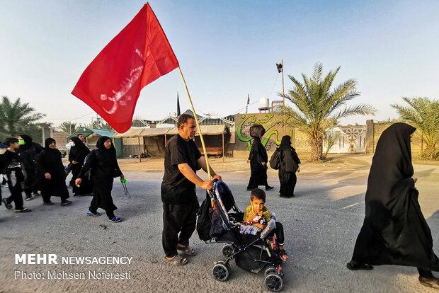 Pilgrims on path to Karbala