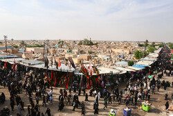 "حضور زوار اربعین در قبرستان""وادی السلام"""