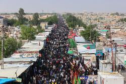 """توافد عدد من زوار الاربعين عند مقبرة """"وادي السلام"""""""