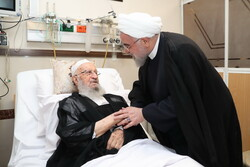رئیسجمهور از آیتالله مکارم شیرازی عیادت کرد