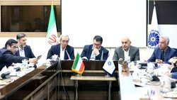 Iranian Industry, Mining and Trade Minister Reza Rahmani (3rd R) and ICCIMA Head Gholam-Hossein Shafeie (3rd L) in a working breakfast in Tehran on Tuesday