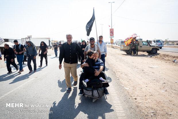 Pilgrims' walk to Karbala