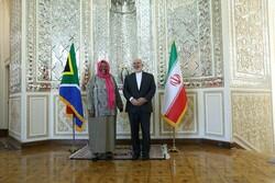 ظريف يستقبل وزيرة خارجية جنوب أفريقيا
