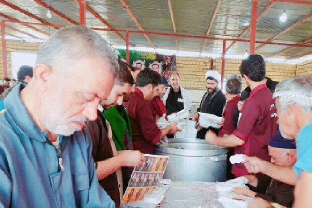 خدمات دهی موکب آستان مقدس امامزادگان در مرز مهران ادامه دارد