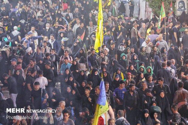 پیاده روی زائران اربعین حسینی در مسیر نجف به کربلا