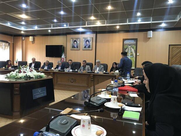 زنان عضو شوراهای شهر فارس دغدغه هایشان را با استاندار  مطرح کردند