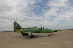 """ايران تكشف النقاب عن طائرة نفاثة تدريبية محلية الصنع من طراز """"ياسين"""""""