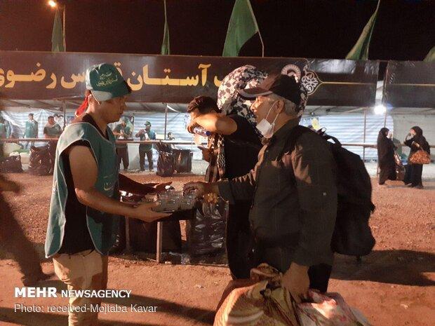 پذیرایی از زائران اربعین در موکب های مرز مهران