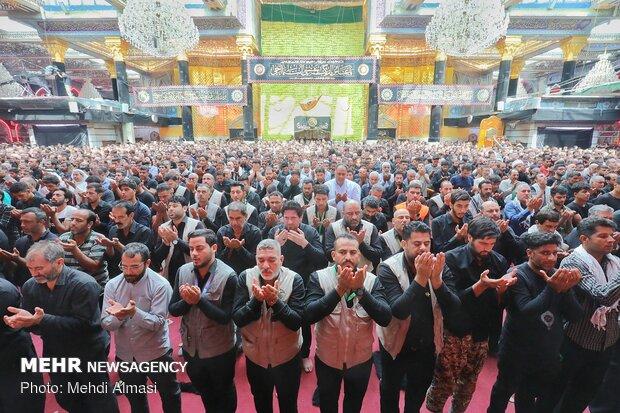 حضرت عباس علیہ السلام کے حرم میں نماز ظہر ادا کی گئی