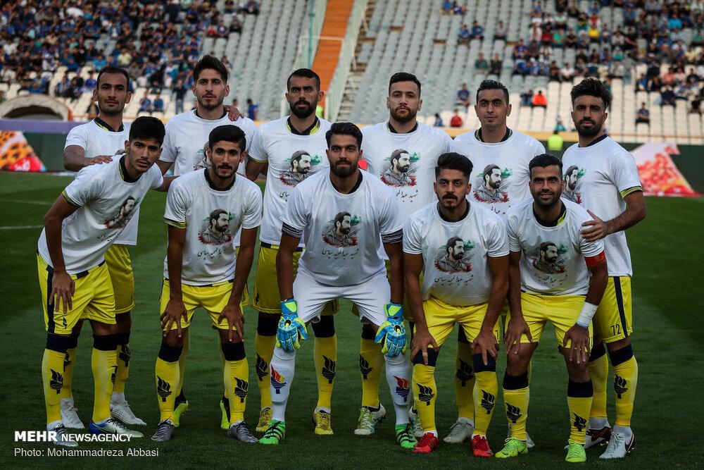 دیدار تیم های فوتبال استقلال تهران و فجر سپاسی شیراز