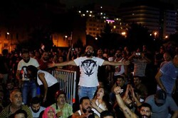 Lübnan'da WhatsApp vergisi ülkeyi karıştırdı!
