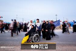 تصاویری از پیاده روی امروز اربعین حسینی در مسیر نجف به کربلا