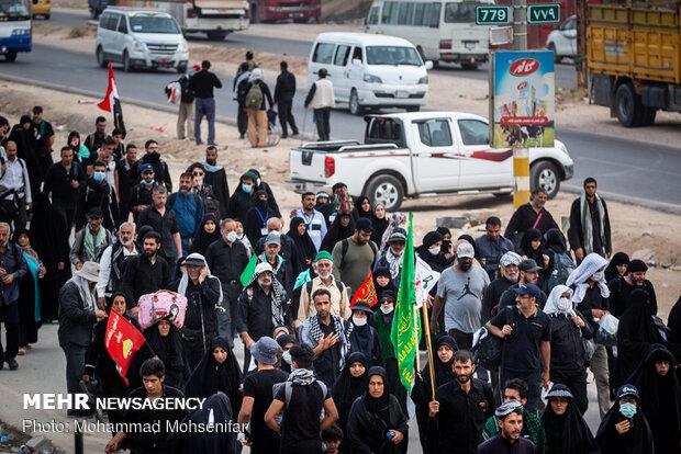 راهپیمایی اربعین حسینی در مسیر نجف به کربلا