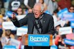 سندرز از رقبای دموکرات جلو زد