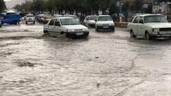 آبگرفتگی در بیش از ۱۰۰ نقطه در شهر تهران/ ترافیک در اکثر معابر سنگین است
