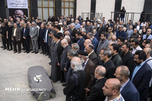 اقامه نماز بر پیکر حسین دهلوی