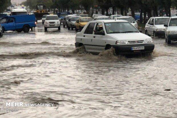 بارش باران و آبگرفتگی معابر و خیابانهای شهر نورآباد
