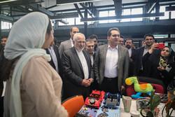 وزير الخارجية يزور معمل آزادي للإبداع /صور