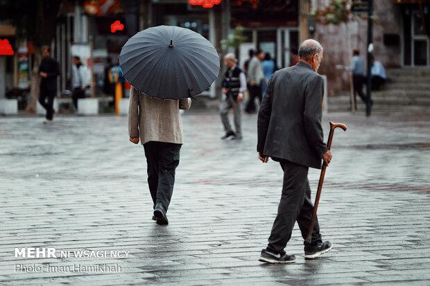هوای قم در روز جمعه بارانی میشود