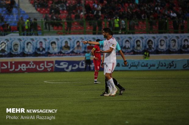 لقاء فريقي كرة القدم نساجي مازندران و تراكتورسازي تبريز