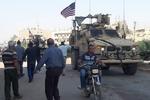 أكراد سوريا يُرشقون الجيش الامريكي بالحجارة / فيديو
