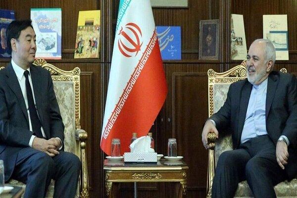 ظريف يجري محادثات مع المبعوث الصيني الخاص بشؤون الشرق الاوسط