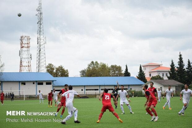 دیدار تیمهای فوتبال شهرداری آستارا و امید گناوه