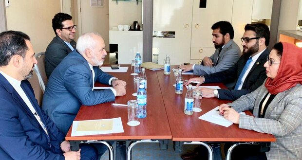 ظريف يبحث مع مستشار الامن الوطني الافغاني آخر التطورات في أفغانستان