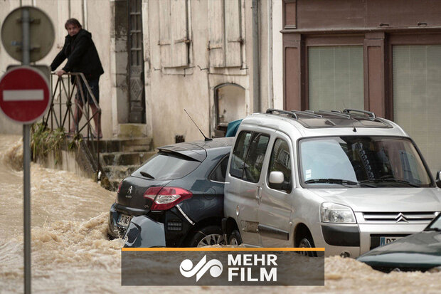 VIDEO: Deadly floods sweep through southwestern France