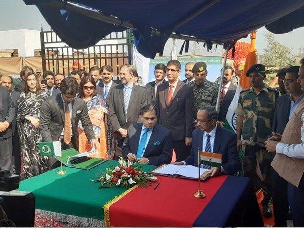 پاکستان اور بھارت کے درمیان کرتار پور راہداری معاہدے پر دستخط