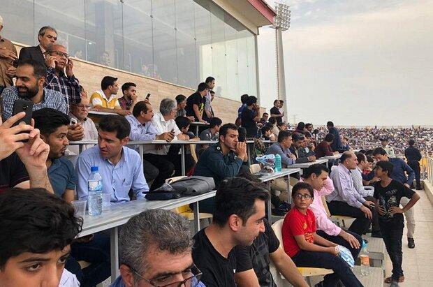 بینظمی در ورزشگاه بوشهر/ جایگاه خبرنگاران در اختیار افراد ناشناس
