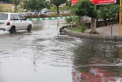 سمنان کی سڑکوں پر شدید بارش کے بعد پانی جمع ہوگیا