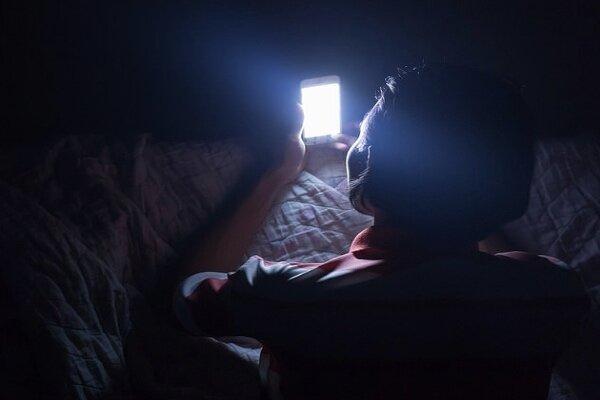 نابینایی یک چشمی مرد چینی به دلیل بازی با موبایل!