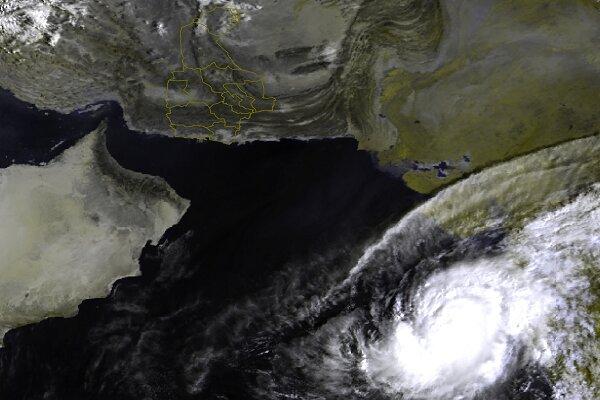 طوفان حاره ای «کیار» در فاصله ۹۰۰ کیلومتری چابهار قرار گرفت