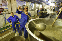 İran'da dünyanın en büyük ikram çorbası pişirildi