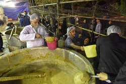 Making world's largest 'nazri' broth in Shiraz