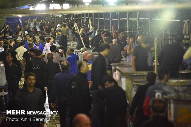 پخت بزرگترین آش نذری جهان در شیراز