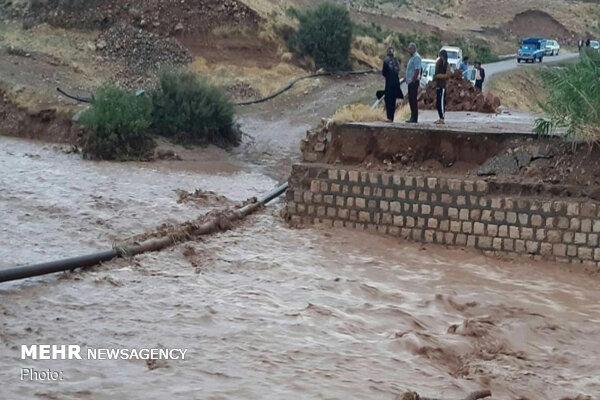 سیلاب راه ارتباطی موقت چند روستای پلدختر را تخریب کرد