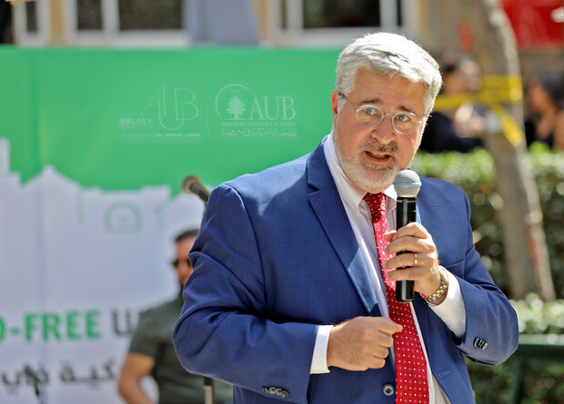 رئيس الجامعة الامريكية في بيروت يحرّض على المظاهرات