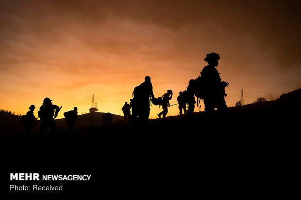 کیلیفورنیا میں لوگوں کا آگ سے فرار