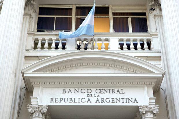 بانک مرکزی آرژانتین میزان مجاز خرید دلار را به شدت کاهش داد